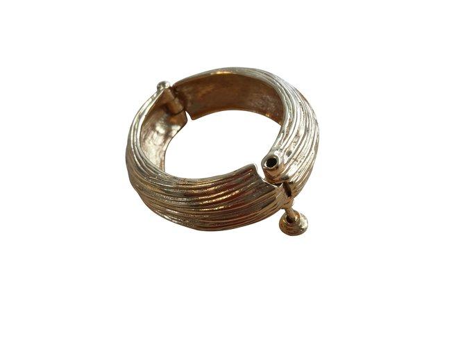 Bracelets Yves Saint Laurent Très joli bracelet en métal argenté doré de la maison yve saint Laurent Métal Doré ref.101464