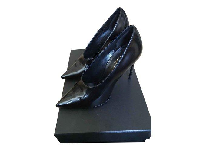 Escarpins Yves Saint Laurent Pompe Teddy en cuir brillant Cuir Noir ref.104246
