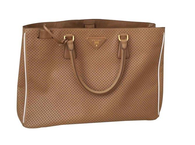 664eea1f8076 Prada Totes Totes Leather Caramel ref.104648 - Joli Closet