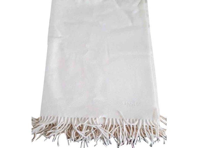 Foulards Hermès Echarpes Cachemire Blanc cassé ref.105121 - Joli Closet 391be99b90f