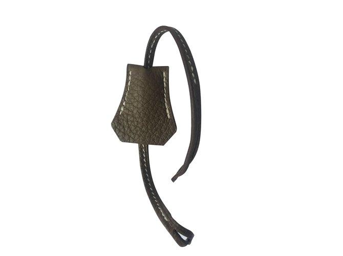 Sacs à main Hermès Tirette Clochette Hermès Cuir Taupe ref.99541