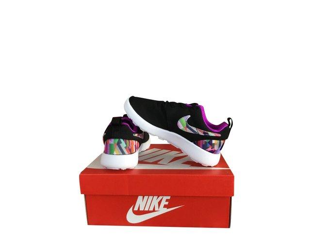 Baskets enfant Nike Baskets Nike mixte Polyester Noir ref.105437