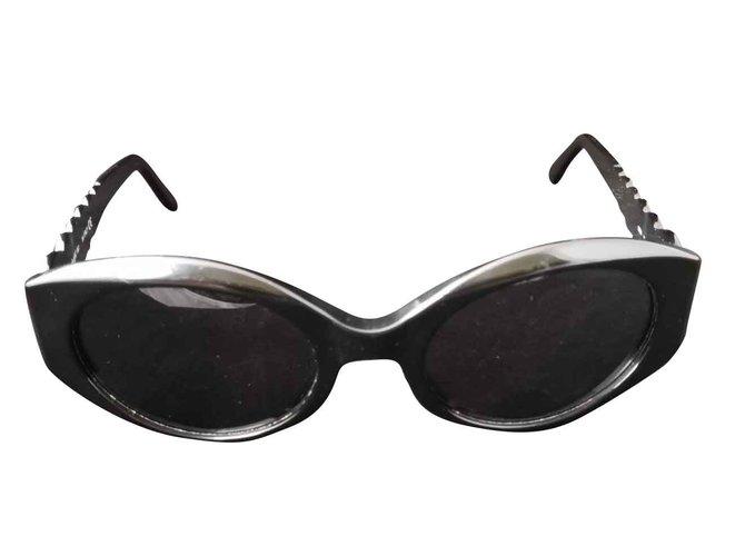 Lunettes Yves Saint Laurent Belle lunette de soleil Yves Saint Laurent Plastique Noir ref.105550