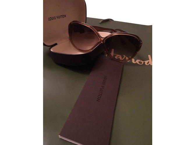 54e77610c5ec Louis Vuitton Louis Vuitton Sunglasses Other Brown ref.108060 - Joli ...