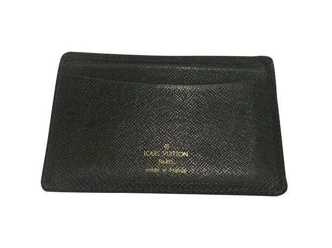 nouvelle arrivee 85317 bcfa9 Porte-Carte Louis Vuitton en cuir Taiga couleur vert anglais en très bon  état général !