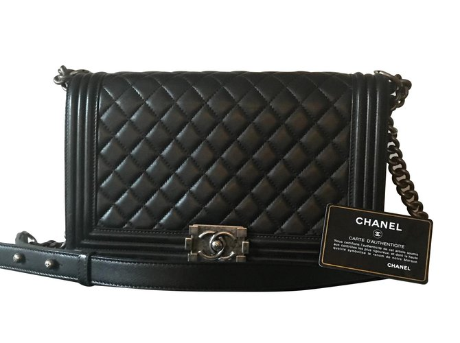 a35bc3e85940 Chanel Chanel boy bag Handbags Leather Black ref.109063 - Joli Closet
