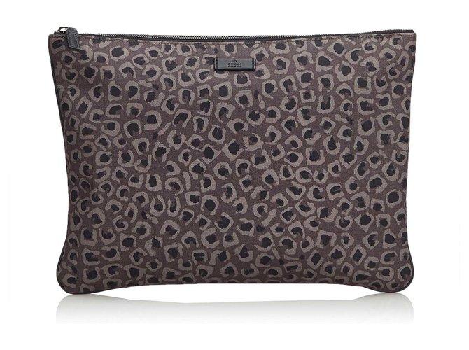 Pochettes Gucci Pochette en nylon à imprimé léopard Nylon,Tissu Marron ref.112125