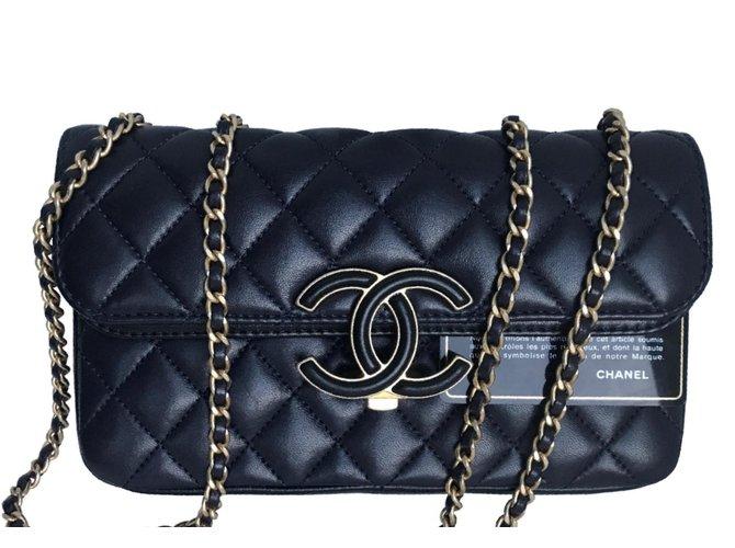 6311578eb9b3 Sacs à main Chanel 2018 Avec carte ,Boite, dustbag! Cuir Noir,Bleu ...