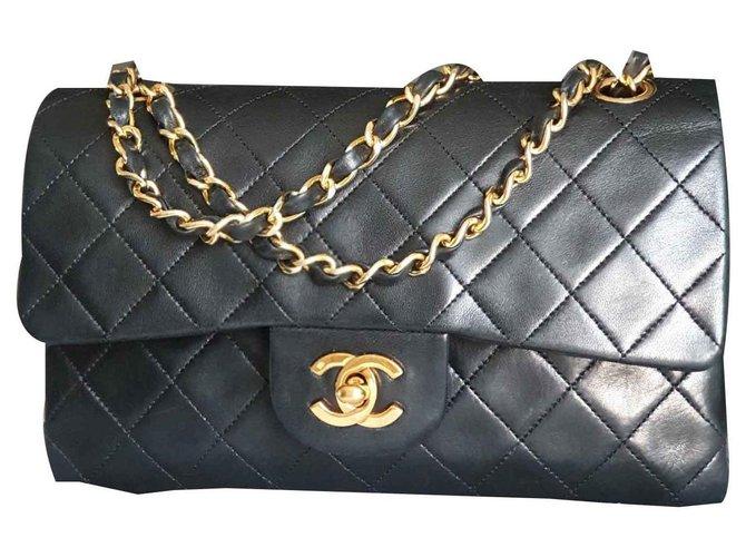 82529efa3f057f Chanel Timeless Classic Small Handbags Leather Black ref.115080 ...