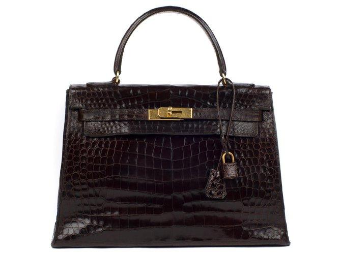 Sacs à main Hermès Hermès Kelly 32 sellier en crocodile couleur café, accastillage plaqué or, en bon état général ! Cuirs exotiques Marron ref.115413
