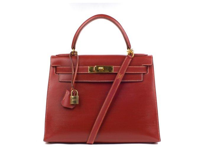 Hermès Superb Hermes Kelly 28 Sattelriemen Lederbox ziegelrot, goldene Hardware in sehr gutem Zustand! Handtaschen Leder Rot ref.115440