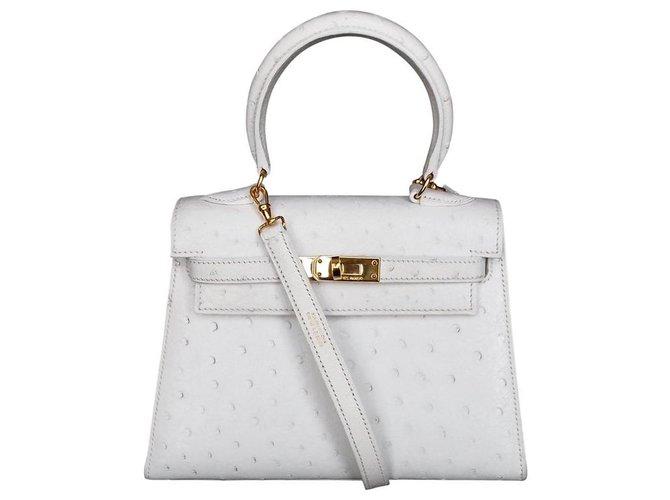 Sacs à main Hermès Hermès sac à main Mini Kelly 20 cm Autruche et bijouterie dorée Cuirs exotiques Blanc ref.116985