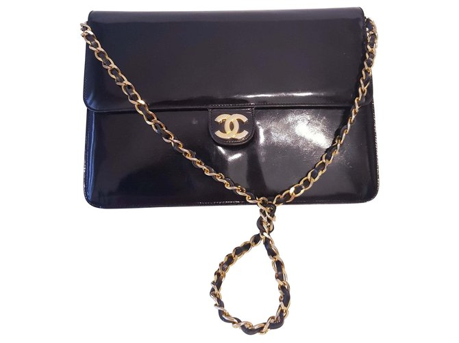 959204a58a22 Chanel CHANEL vintage bag in patent leather Handbags Patent leather Black  ref.117412