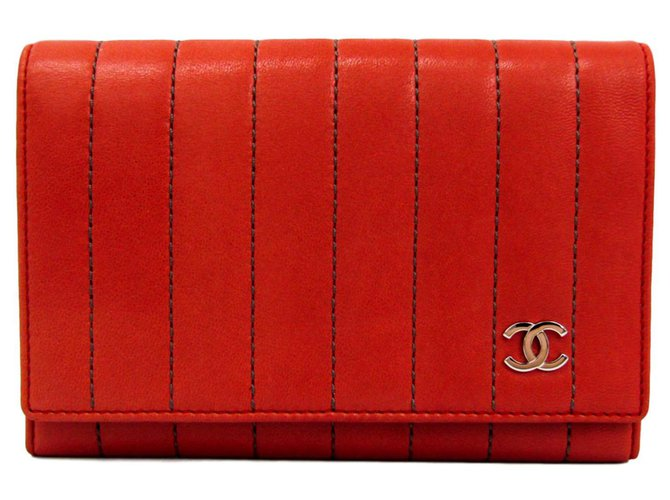 Chanel Chanel Red Quilted Leather Bi-Fold Wallet Misc Leather,Other Red ref.117928