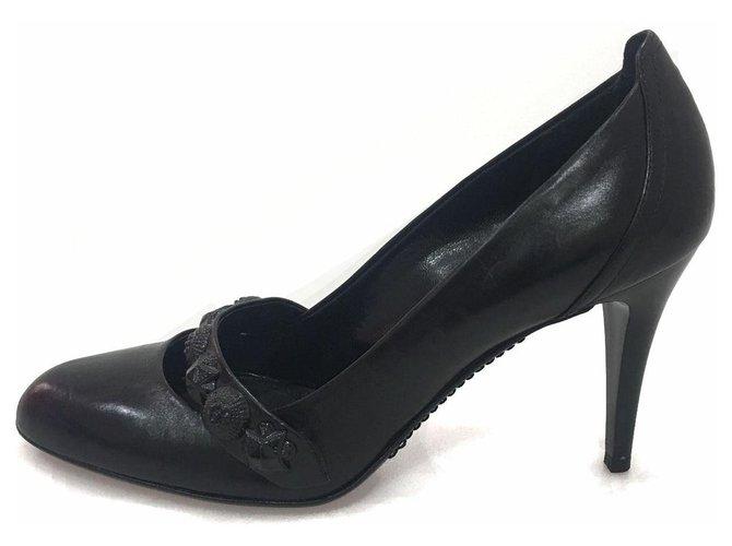 Burberry Burberry Black Medallion Pump Heels Leather,Other Black ref.118615