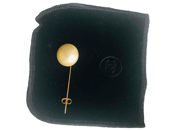 Chanel Pins & brooches Pins & brooches Other Golden,Eggshell ref.119780