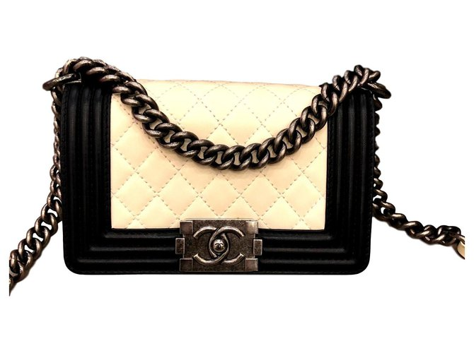 Chanel Boy Handbags Leather Black,White ref.120660
