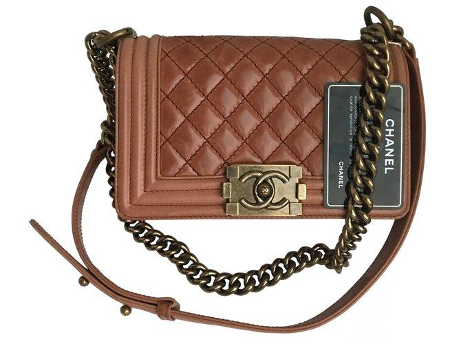 fc5a1a120b8 Sacs à main Chanel Jamais porté avec carte Small Boy Flap Bag Cuir Autre  ref.