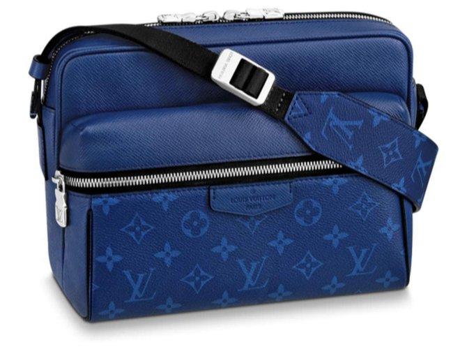 Sacs Louis Vuitton Messenger Extérieur Louis Vuitton Taigarama Cuir Bleu ref.121018