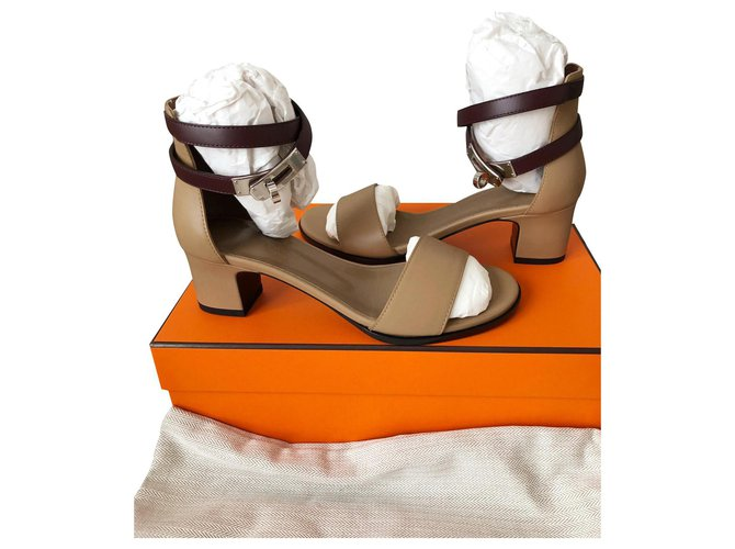 Hermès Sandals Sandals Leather Taupe ref.121906