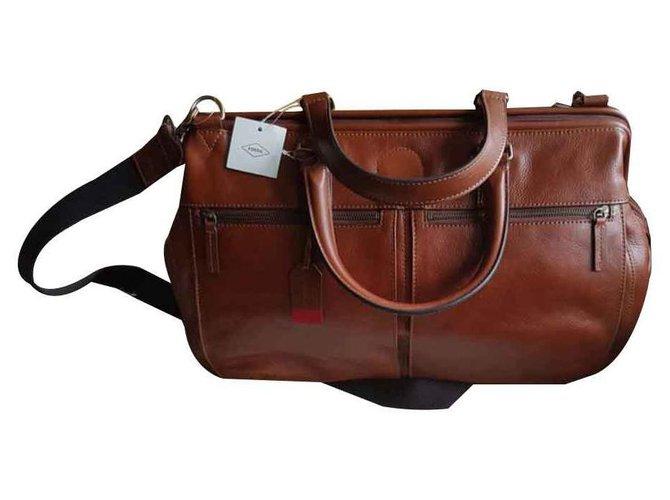 nouveau produit 062e7 b4b5d Fossil leather travel bag