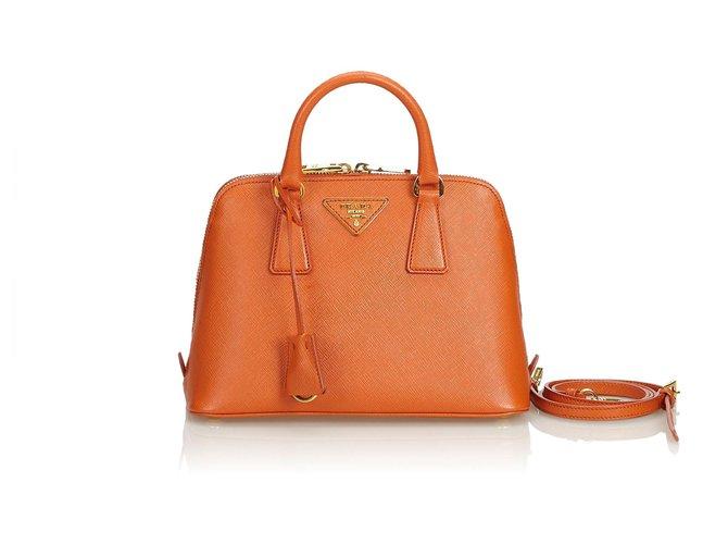 acheter pas cher 6a98a 41f92 Prada - Cartable de luxe en cuir orange Saffiano