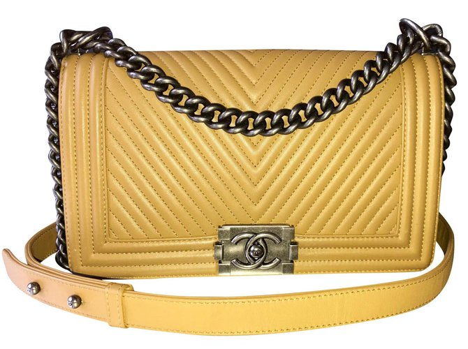 Chanel Boy Handbags Lambskin Brown,Beige,Golden,Chestnut,Caramel ref.125327