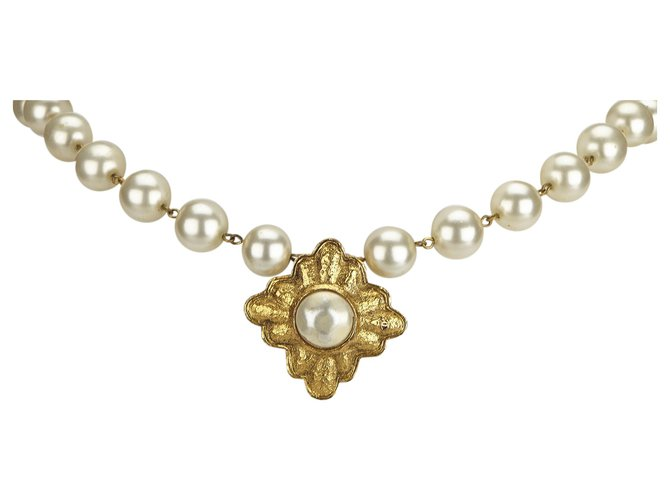 Chanel Chanel White Faux Pearl Necklace Necklaces Other,Metal White,Golden,Cream ref.125553