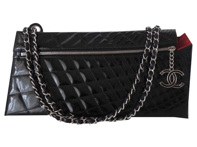 Chanel POUCH CHANEL LEATHER GM Handbags Patent leather Black ref.126387
