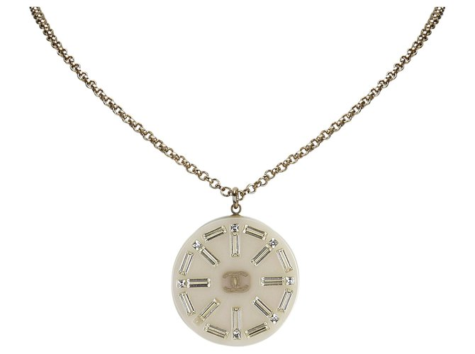 Chanel Chanel White Medallion Pendant Necklace Misc Other,Metal,Plastic,Resin White,Golden ref.126477