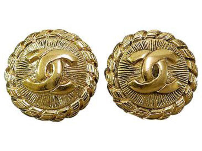 Chanel Chanel Clip-on Vintage CC Earrings Yellow gold Golden ref.126777