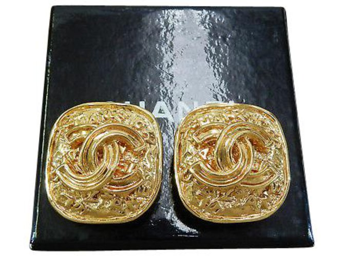 Chanel Chanel Clip-on Vintage CC Earrings Yellow gold Golden ref.126782