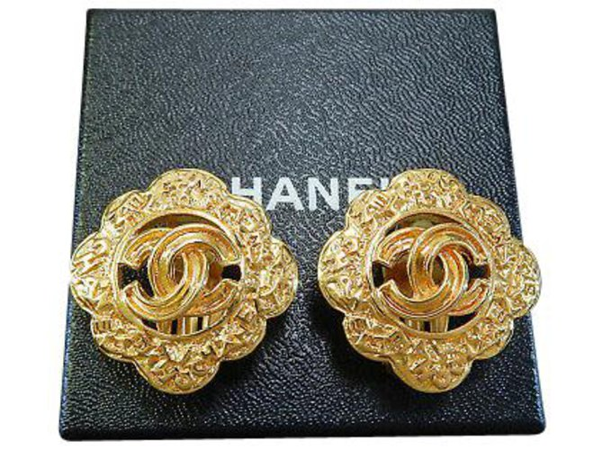 Chanel Chanel Clip-on Vintage CC Earrings Yellow gold Golden ref.126783