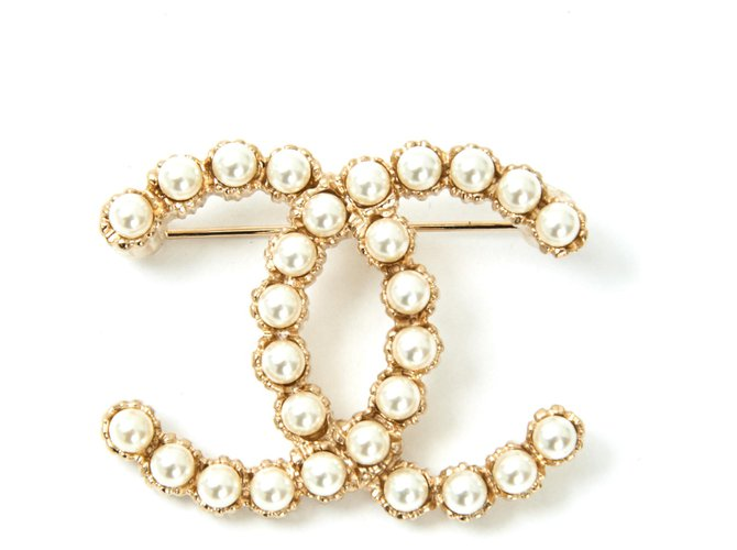 Chanel LARGE CC PEARLS Pins & brooches Metal Golden ref.126932