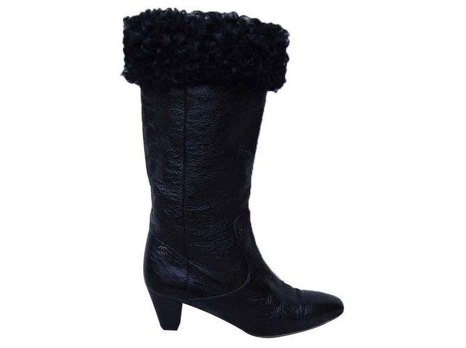 b2496f0f7 Chanel Boots Boots Patent leather Black ref.127114 - Joli Closet