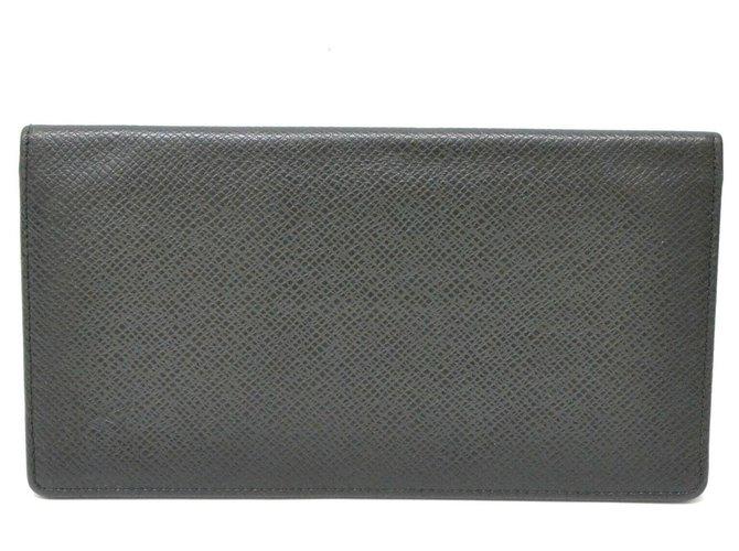 Louis Vuitton Louis Vuitton Taiga Card case Wallets Small accessories Leather Black ref.127660