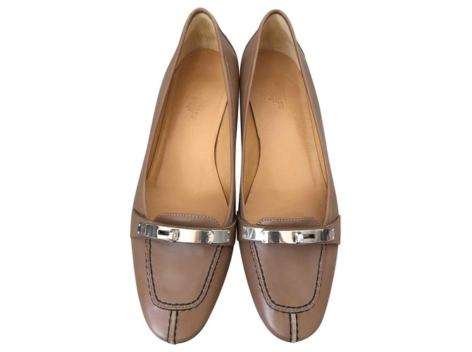 Hermès Kelly lock shoes Flats Leather Taupe ref.129522