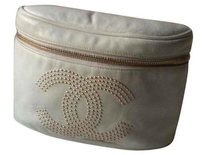 Chanel Banana bag Eggshell Leather  ref.130806