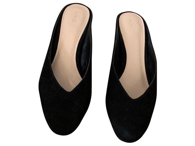 Mango Pair of black mule carved heel