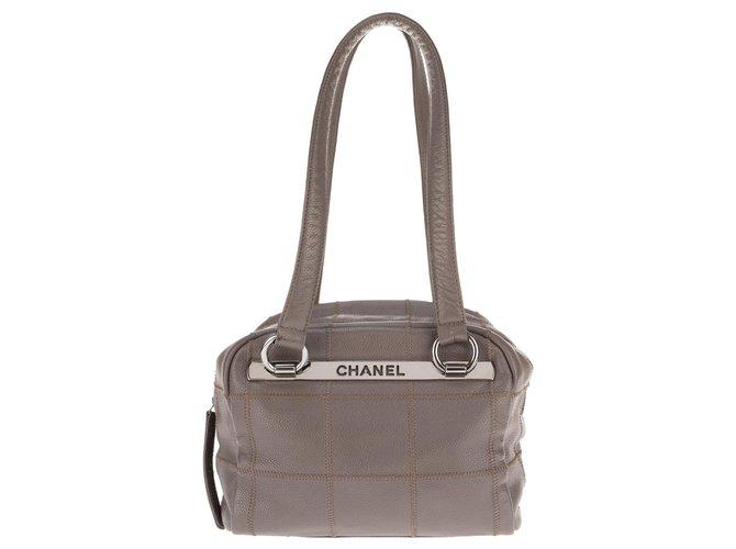 Sacs à main Chanel Ravissant Sac Chanel cube en cuir grainé gris en très bon état général ! Cuir Gris ref.133377