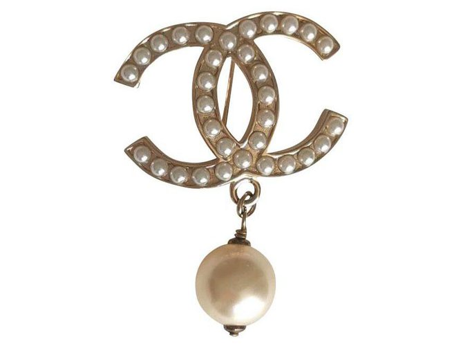 Chanel Chanel Pearl Drop Brooch Pins & brooches Metal,Pearl Golden ref.134374