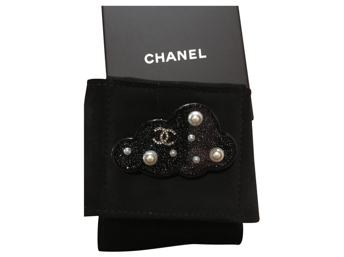 Chanel Pins & brooches Pins & brooches Resin Black ref.135003