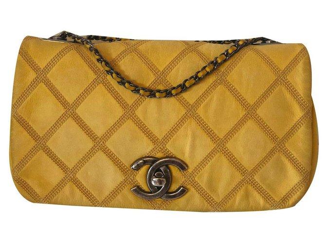 Sacs à main Chanel Classique Cuir Jaune ref.135244