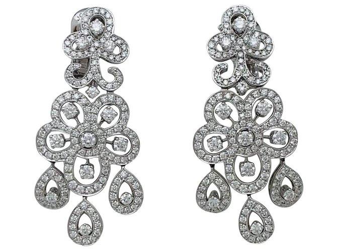 """Boucles d'oreilles Van Cleef & Arpels Boucles d'oreilles Van Cleef & Arpels, """"Dentelle"""" en or blanc et diamants. Or blanc,Autre Autre ref.135350"""