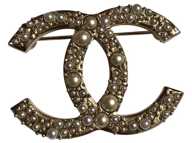 Chanel Pins & brooches Pins & brooches Metal Golden ref.141522
