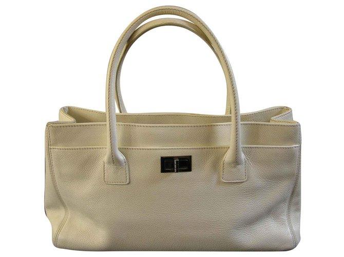 Chanel Handbags Handbags Leather Eggshell ref.144655