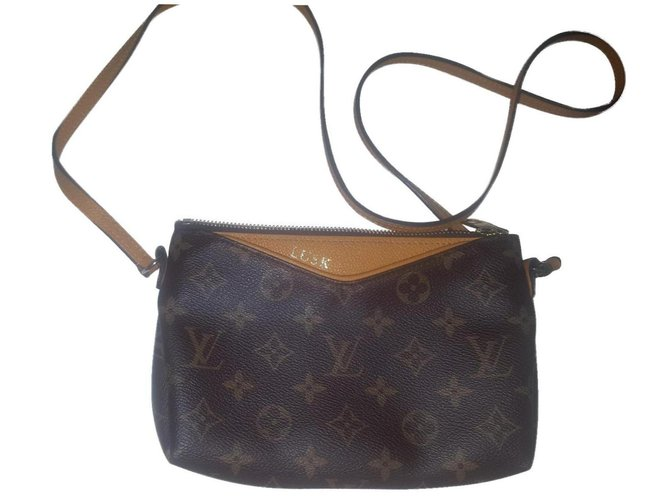 Louis Vuitton Brown Leather  ref.154189
