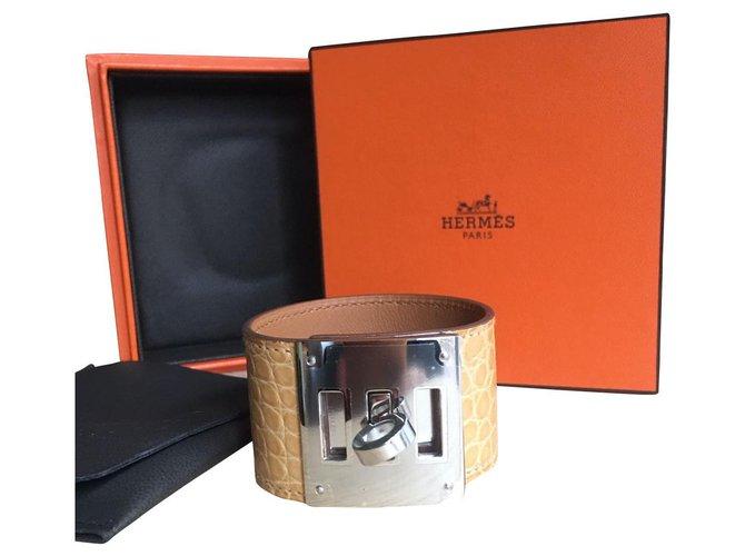 Bracelets Hermès Superbe bracelet Hermès Kelly dog,  alligator shiny, NEUF Cuirs exotiques Beige ref.157714