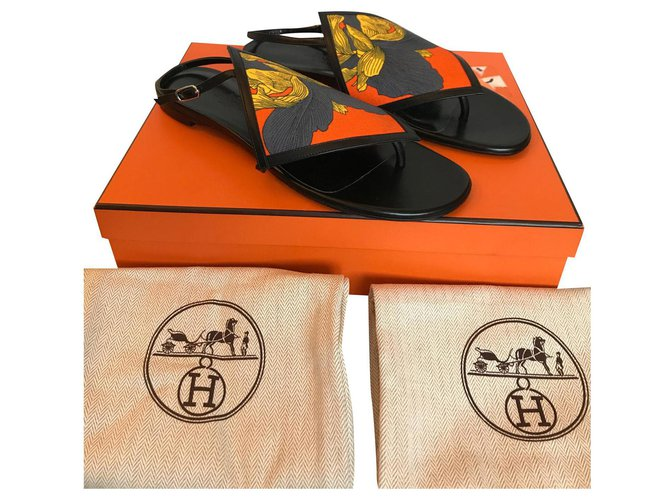 Hermès Flip flops Hermès Origami Sandals Leather Black ref.158075