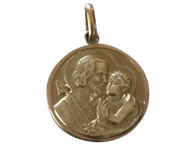 Bijoux Autre Marque Médaille or jaune 18 k saint christophe vintage 60's Or jaune Doré ref.158729